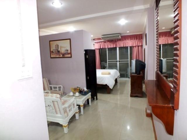 PR PLACE HOTEL & APARTMENT